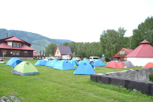 """Наши палатки на турбазе """"Уймонский ковчег"""""""