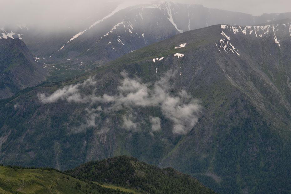 Облака с подъема на перевал Кара-Тюрек