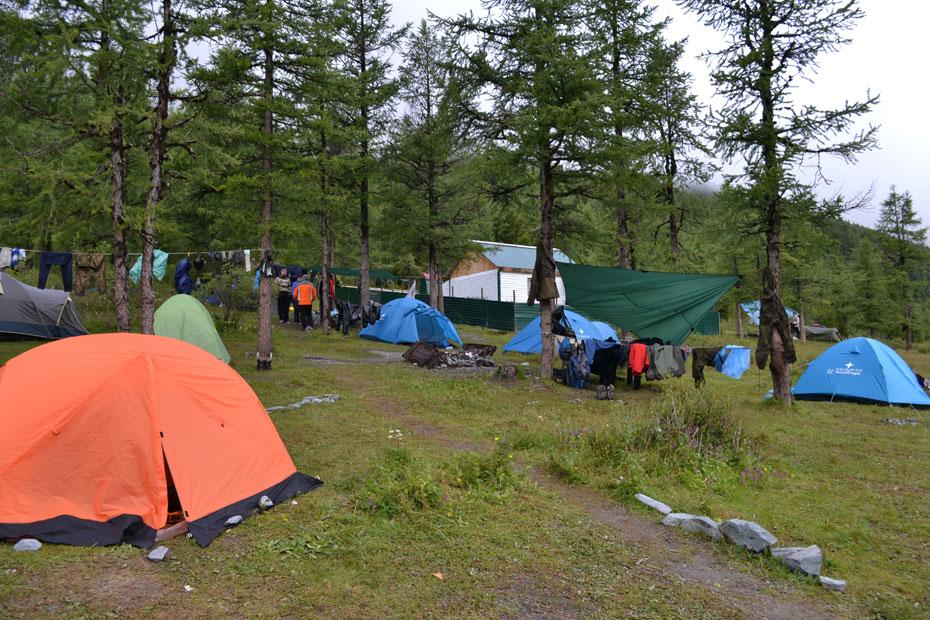 Палатки на озере Ак-Кем