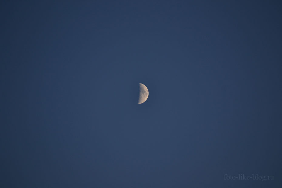 Молодая луна на Nikkor 55-200mm f/4-5.6 G