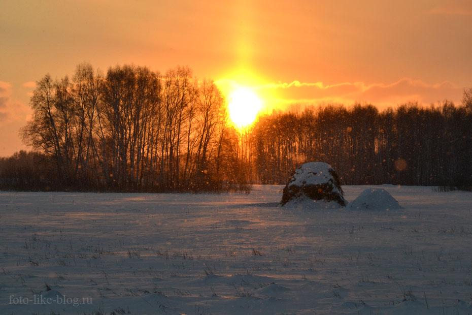 Снежинки, бликующие в лучах закатного солнца