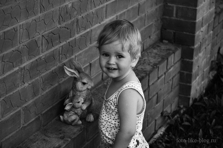 Черно-белое фото ребенка на Nikon d3100